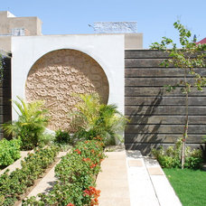 Contemporary Landscape by Layers Studios for Design & Architecture