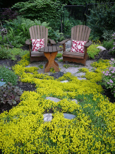 Traditional Landscape by Candace Mallette Landscape & Garden Design