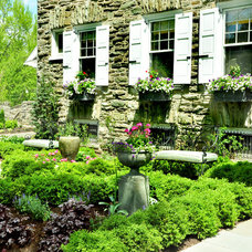 Traditional Landscape by Texada Landscaping, Inc.