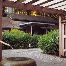 Midcentury Landscape by Richardson Architects