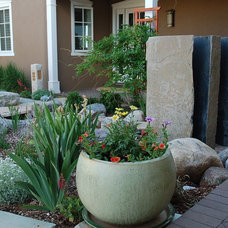 Contemporary Landscape by Architectural Alliance Inc.