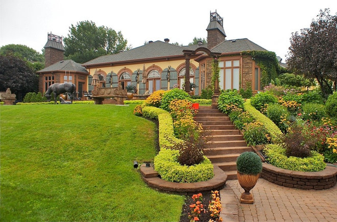 Traditional Landscape by Bernacki & Beaudry Design Corp.