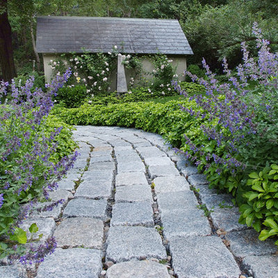 Design ideas for a traditional backyard stone landscaping in Philadelphia.