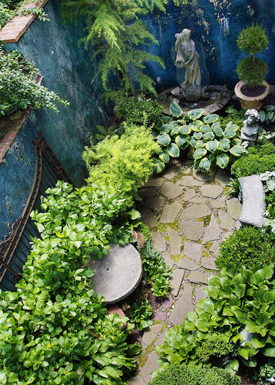 Traditional Garden by Groundswell Design Group Inc.