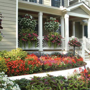 Design ideas for a traditional partial sun front yard landscaping in Atlanta.