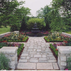 Traditional Landscape by Charles Hodges Ltd. Gardens