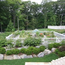 Traditional Landscape by Conte & Conte, LLC