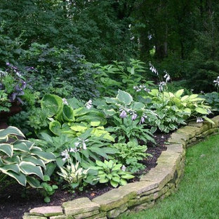Design ideas for a mid-sized traditional shade backyard stone retaining wall landscape in Chicago for summer.