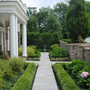 Photo of a traditional full sun front yard stone garden path in Kansas City for summer.