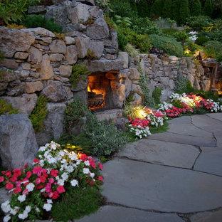 Rustikaler Garten mit Kamin in Vancouver