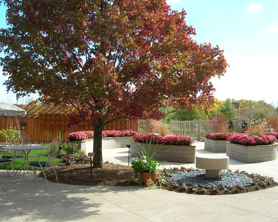 eclectic formal garden ideas, designs, remodels & photos with a