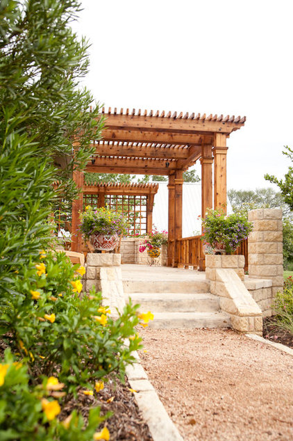 Traditional Landscape by Glasco & Co. Landscaping, Inc.