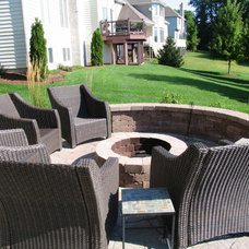 Traditional Landscape by Nelson Design Associates, inc.