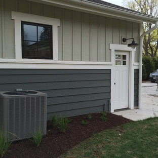 Photo of a small modern partial sun backyard mulch landscaping in Chicago for winter.