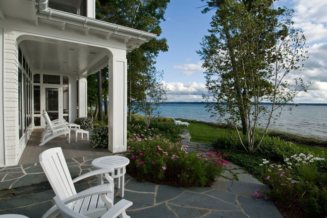 Beach Style Landscape by Common Ground Landscapes