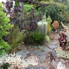 Traditional Landscape by Goodman Landscape Design