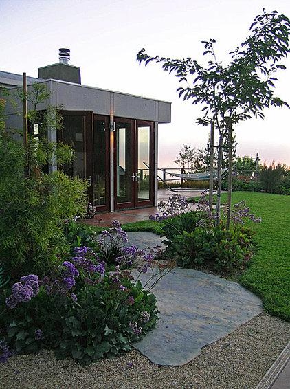 Modern Landscape by Goodman Landscape Design