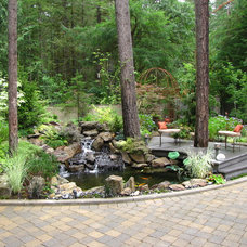 Traditional Landscape by Woody's Custom Landscaping, Inc.