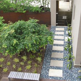 Réalisation d'un jardin latéral design.