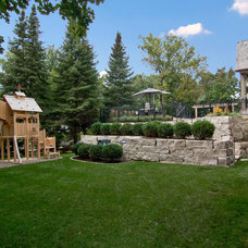 Traditional Landscape by Great Neighborhood Homes