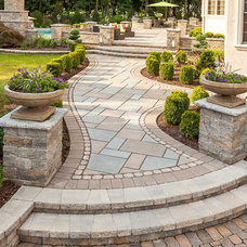 Contemporary Landscape by Techo-Bloc