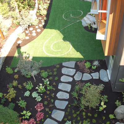 Design ideas for an eclectic backyard stone landscaping in Seattle.
