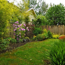 Craftsman Landscape by Seattle Staged to Sell and Design LLC