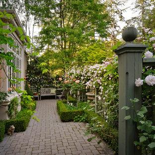 Esempio di un privacy in giardino mediterraneo nel cortile laterale
