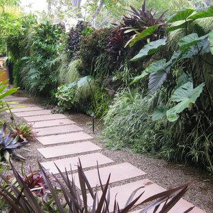 Foto di un giardino design nel cortile laterale con ghiaia