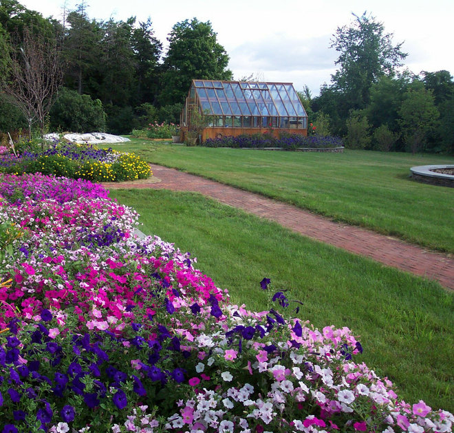 Traditional Landscape Greenhouse