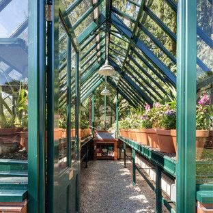 На фото: участок и сад в классическом стиле