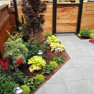 Idée de décoration pour un petit terrain de sport extérieur arrière minimaliste au printemps avec une exposition partiellement ombragée et des pavés en béton.