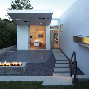 This is an example of a mid-sized modern partial sun front yard concrete paver landscaping in Los Angeles with a fire pit.