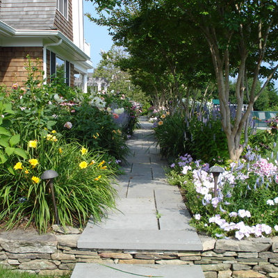 Design ideas for a traditional stone landscaping in New York.