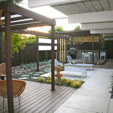 Modern Landscape by mscape design
