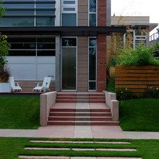 Contemporary Landscape by Columbine Design