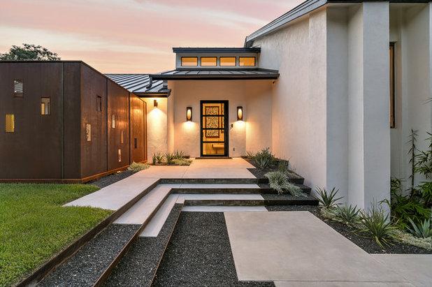 Contemporary Landscape by Camelot Custom Homes Inc.