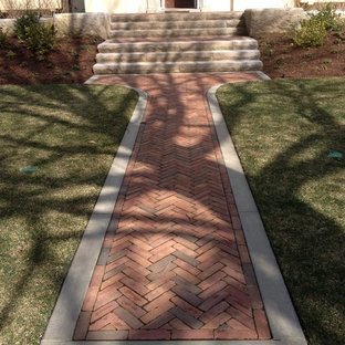 Photo of a mid-sized traditional front yard brick landscaping in Chicago.