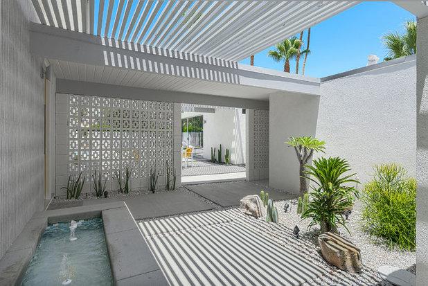 Midcentury Landscape by H3K Design