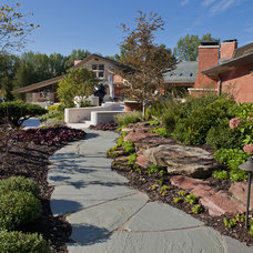 Contemporary Landscape by RJM Design Inc.