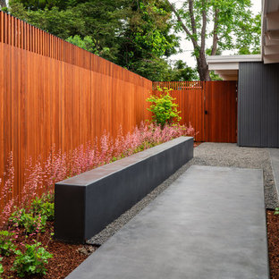 This is an example of a mid-sized mid-century modern partial sun courtyard gravel landscaping in San Francisco.