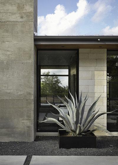Contemporary Landscape by Cornerstone Architects
