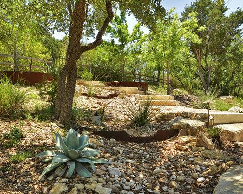 Jardin montagne avec des pav s en brique photos et id es for Jardin 2 montagnes