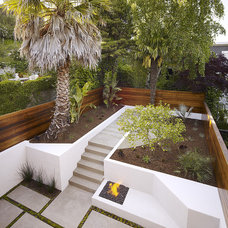 Modern Landscape by John Maniscalco Architecture