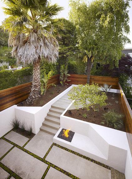 Modern Landscape by John Maniscalco Architecture