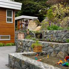 Contemporary Landscape by Mike Knight Construction