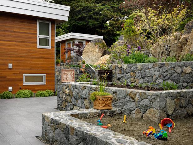コンテンポラリー 庭 by Mike Knight Construction