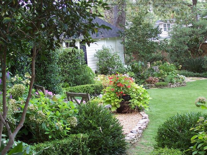 Traditional Landscape hillcrest gardens