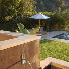 Contemporary Landscape by Sterling-Huddleson Architecture