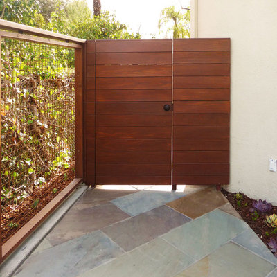 Design ideas for a large modern full sun backyard stone landscaping in Los Angeles.